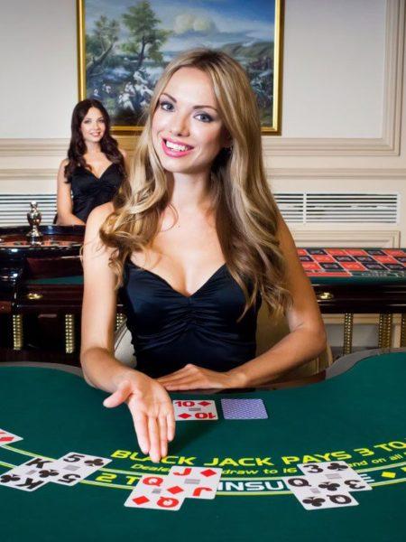 Jeux de croupier en direct dans les casinos en ligne